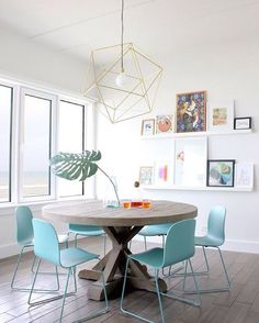 Modern, clean and soft decor  Decoração moderna e suave, amamos!!!  via apartmenttherapy.com #softdecor #moderndecor #moderninterior #contemporarydecor #freshinterior #babybluechair #bluechair