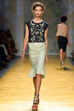 Nicole Miller Spring 2014: Tulip Skirts. Please let next year be the season of the tulip skirt. We need life after pencil skirts.
