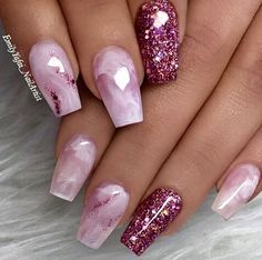 Live this marble and glitter nail art idea #nailart