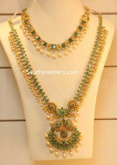 Emerald necklace and long haram photo jewelry ideas design necklace patterns piercing Pearl Necklace Designs, Gold Earrings Designs, Gold Haram Designs, Indian Gold Necklace Designs, Indian Gold Jewellery Design, Latest Necklace Design, Simple Necklace Designs, 1 Gram Gold Jewellery, Gold Designs