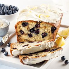 Pain aux bleuets, bananes et fromage à la crème - 5 ingredients 15 minutes Great Recipes, Favorite Recipes, Cheat Meal, Coffee Cake, Muffins, Blueberry, Biscuits, French Toast, Dessert Recipes