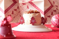 Mini layer cakes à la crème de marrons Christmas Cakes, Cake Cookies, Mini, Desserts, Food, White Chocolate, Battle, Conkers, Greedy People