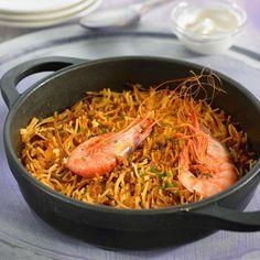 Découvrez la recette Fideua espagnole aux gambas sur cuisineactuelle.fr.
