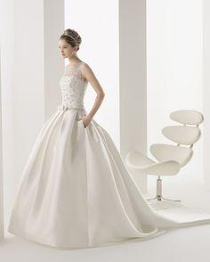 Abito da sposa Modello 010, provalo adesso presso www.magazzinidami... la boutique dedicata alla sposa che conta più di 300 modelli differenti.