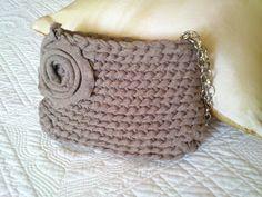 El RinconDeAntonia: Bolsos de trapillo T Shirt Yarn, T Shirt Diy, Crochet Purses, Inspiration, Crochet Stitches, Fabric, Tricot, Dime Bags, Crochet Clutch Bags