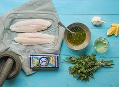 Een stukje vis goed bereiden hoeft echt niet moeilijk te zijn! Of je nu aan de slag wilt met de grillpan, wilt variëren met marinades of wilt weten hoe je vis snel en gemakkelijk ontdooit: met deze handige tips zet jij eenvoudig een heerlijk stukje vis op tafel! Vis bereiden in de oven Makkelijk een …