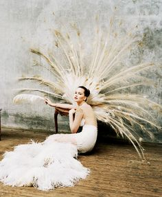 This would be a great photo prop/pose- very peacock-like        The Simply Luxurious Life®