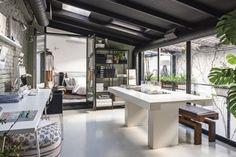 An old dilapidated workshop in the Salamanca district of Madrid, has been transformed into a modern, dynamic and stylish loft by an exp. Interior Styling, Interior Decorating, Interior Design, Decorating Tips, Style At Home, Loft Estilo Industrial, Loft Door, Loft Interiors, Modern Loft