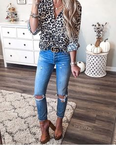 Suffice it to say, casual summer outfits are what we live in this time of year—and since we suspect many of you feel the same way, we've compiled 50 o. Fall Outfits For Work, Casual Summer Outfits, Spring Summer Fashion, Autumn Fashion, Leopard Blouse, Animal Print Blouse, Instagram Outfits, Fashion Prints, Women's Fashion