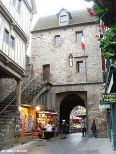 France ; Mont Saint-Michel - Village - la porte du roi et le pont-levis 2
