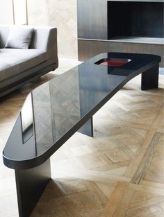 To inspire you and to give some home décor ideas with a contemporary design, we present you the 10 best Interior Designers from Paris. Unique Coffee Table, Coffe Table, Dinning Table Design, Dining Tables, Side Tables, Table Furniture, Furniture Design, Decorating Coffee Tables, Center Table