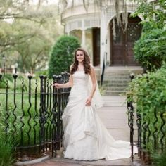 A timeless, Charleston Bridal session along the breathtaking Battery.