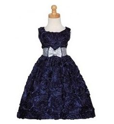 5 Christmas Dresses For Your Baby Girl Under $40