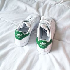 come to mama! Stan Smith Shoes, Stan Smith Sneakers, Adidas Stan Smith Outfit, White Addidas Shoes, Adidas Sneakers, On Shoes, Me Too Shoes, Shoe Boots, Stan Smith Mujer