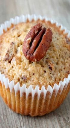 pecan pie muffins Pecan Pie Muffins, Baking Muffins, Sweets Recipes, Cooking Recipes, Breakfast Ideas, Great Recipes, Breads, Biscuits, Recipes