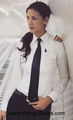 Female Pilot from All Over - Female pilot from all over world - Women in Uniform Indian Air Hostess, Pilot Clothing, Pilot Uniform, Airline Uniforms, Female Pilot, Airplane Pilot, White Shirts Women, Military Girl, Women Ties