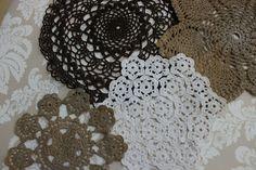 Daisy Dreaming: My DIY mantle art projects Crochet Bunting, Crochet Garland, Crochet Motif, Crochet Doilies, Mantle Art, Burlap Wreath, Art Projects, Daisy, Centerpieces