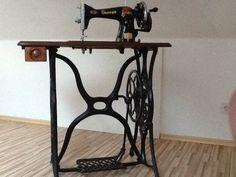 Antike Nähmaschine mit Tisch in in Bocholt (Gracia sewing machine - hand crank and iron base)