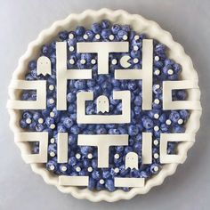 ✧ Life's too short to eat boring food ✧ 18 Years old, Vegan teenager Pac-Man Pie 🥧🕹💙 Yay or Nay? Just Desserts, Delicious Desserts, Pie Crust Designs, Pie Decoration, Pies Art, Pie Crust Recipes, Pie Crusts, No Bake Pies, Pie Cake