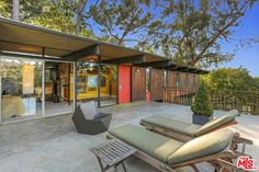 1960s midcentury modern: Dick E. Lowry-designed property in Los Angeles, California, USA on http://www.wowhaus.co.uk