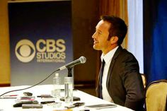 Alex O'Loughlin talks to Edmonton Journal about his work and his life