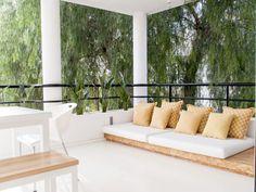 Španělský pár doma vsadil na minimalismus | Tady Je Moje - Netradiční magazín o bydlení