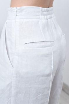Items similar to White linen pants women/ linen culottes/ white pants/ linen pants women on Etsy - Pantaloni da donna Loose Pants, Wide Pants, Linen Pants Women, Pants For Women, Clothes Women, White Culottes, Types Of Body Shapes, Wedding Pants, Fashion Pants