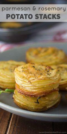 Parmesan-Rosmarin-Kartoffelstapel #thanksgivingrecipessidedishes Parmesan-Rosmarin-Kartoffelstapel, #kartoffelstapel #parmesan #rosmarin