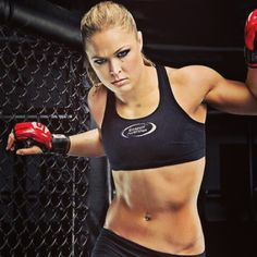Ronda Rousey, The very sexy Olympic bronze medalist in Judo and UFC MMA Bantam Weight Champion. Female Mma Fighters, Ufc Fighters, Female Fighter, Kickboxing, Karate, Ronda Rousey Mma, Fitness Inspiration, Ronda Rousy, Mixed Martial Arts