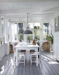 Inspiring Outdoor Spaces + Our Favorite Sale Picks The Identité Collective 16 - kindledecor Ideas Terraza, Sunroom Furniture, Sunroom Decorating, Enclosed Porches, Outdoor Ceiling Fans, Furniture Arrangement, Outdoor Rooms, Modern Farmhouse, Sweet Home