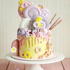 доброе великолепное утро и #великолепноебезумие для нежной Софии сколько ещё может быть комбинаций и вариантов этого торта? по сути одинаковые, но всегда такие разные #тортыeklera