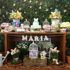 Mesa Helo e Pedro Bird Birthday Parties, Butterfly Birthday Party, Garden Birthday, Mom Birthday Gift, 1st Birthday Girls, Birthday Decorations, Butterfly Garden Party, Garden Baby Showers, Alice