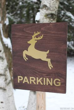 Reindeer Parking Sign! Looking for a way to tell Santa where you'd like him to park his sleigh so that your kids can leave food for the reindeer? Make a Reindeer Parking sign!