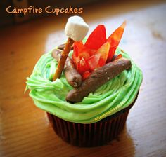 My kiddo had her BFF come over for a birthday party we gave her and since the weather is still nice she wanted a camp over with her and sleep in the tent in our woods So a Camp theme party it was. We had a lot of fun cause I had them decorate back … Campfire Cupcakes, Campfire Cake, Kid Cupcakes, Cake Decorating Tips, Cookie Decorating, Western Cakes, Western Theme, Camping Snacks, Camping Cakes