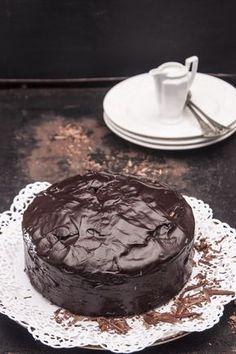 Bardzo czekoladowe i mokre w środku ciasto, w którym zakochają się amatorzy gorzkiej czekolady. Chocolate Lovers, Chocolate Recipes, Yummy Food, Tasty, Cookie Desserts, Confectionery, Cake Cookies, Food Porn, Food And Drink
