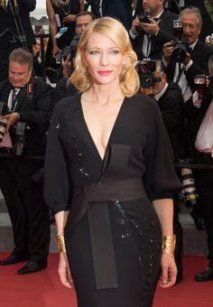 Les manchettes Jackie O de Van Cleef & Arpels en or portées par Cate Blanchett