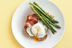 Poached eggs with bacon, asparagus & herbed ricotta main image