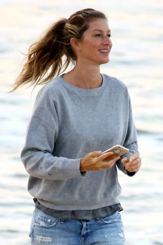 Gisele Bündchen makes the most of the steamy Rio heat with a thick, wavy ponytail.