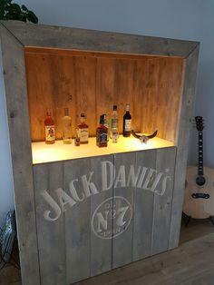 Jack Daniels drankenkast.