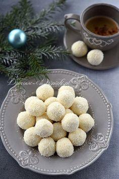 Trufle kokosowe z mascarpone i białej czekolady Sweets Cake, Cookie Desserts, Sweet Desserts, No Bake Desserts, Sweet Recipes, Cookie Recipes, Dessert Recipes, Holiday Baking, Christmas Baking