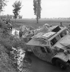 Guns and vehicles of 48 Field Battery, 146 Field Regiment, Royal Artillery sink in mud during the advance to the Volturno in Italy, October 1943 . Quad, British Commandos, Italian Campaign, Army Vehicles, Armored Vehicles, Man Of War, Ww2 Tanks, Military Equipment, War Machine