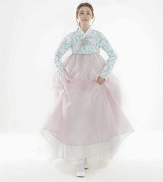 겨울에 연실이와 준비했던 여름한복.. #신부한복 #한복촬영 Korean Traditional, Traditional Fashion, Traditional Outfits, Korean Dress, Korean Outfits, Modern Hanbok, Muslim Dress, Japanese Kimono, Korean Fashion