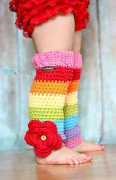Rainbow Stripe Leg Warmers Girls Toddler Baby by TinyTeapots Scaldamuscoli a strisce arcobaleno Ragazze Toddler Baby di TinyTeapots Crochet Boot Cuffs, Crochet Leg Warmers, Crochet Boots, Crochet Slippers, Crochet Clothes, Crochet Outfits, Guêtres Au Crochet, Cute Crochet, Crochet For Kids