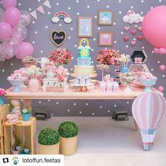 Lindo chá de bebê com tema amor ! #Repost @lotoffun.festas (@get_repost) ・・・ Ontem caiu uma chuva de amor no chá da Malu!!! Muito amor por essa decoração! @cidialuize #chadebebe #festachuvadeamor #festaslotoffun #festainfantil #festalinda #babyshower #chadamalu #chuvadeamor #rainloveparty Foto linda @janelopesfotografia