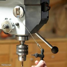 30 Secret Tool Tips for DIYers Drill Press Key Control - Mount a retracting key ring on your drill press and you'll never have to hunt for the chuck key again. Woodworking Power Tools, Woodworking Workshop, Woodworking Jigs, Woodworking Projects, Woodworking Basics, Woodworking Techniques, Woodworking Furniture, Diy Projects, Workshop Storage
