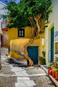 street in Syros Island, Greece (arquitetura) Beautiful Ruins, Beautiful Buildings, Beautiful World, Beautiful Places, Syros Greece, Mykonos Greece, Athens Greece, Santorini, Greece Islands