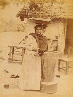 1890's Tucumán. Vendedora de empanadas, recostada en mortero, fines del siglo XIX Archivo Gral de la Nacion