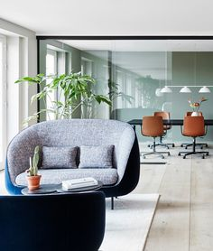 Casual work spaces at the Fredericia Showroom offer traditional meeting rooms and lounge areas for creative talks.