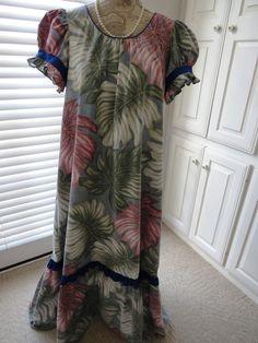 3bc338e99b3 Size Medium 1980s Hawaiian Aloha Dress by Reyn Spooner Long Muumuu Maxi Dress  Hawaiian Muumuu