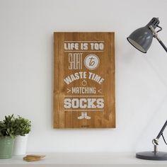 Cuadro De Madera Pintado Y Serigrafiado A Mano Don't waste time matching socks Matching Socks, Woody, Projects, Diy, Vintage, Home Decor, Posters, Drawing, Ideas